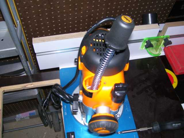 Triton tra001 table mounted dust collection box size router forums click image for larger version name 009g views 474 size 486 keyboard keysfo Image collections