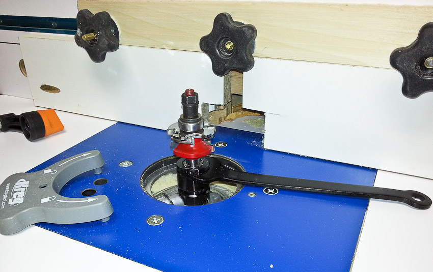 Simple router table attach vacuum hose to router box or use bosch click image for larger version name 2014 06 23 152015 greentooth Images