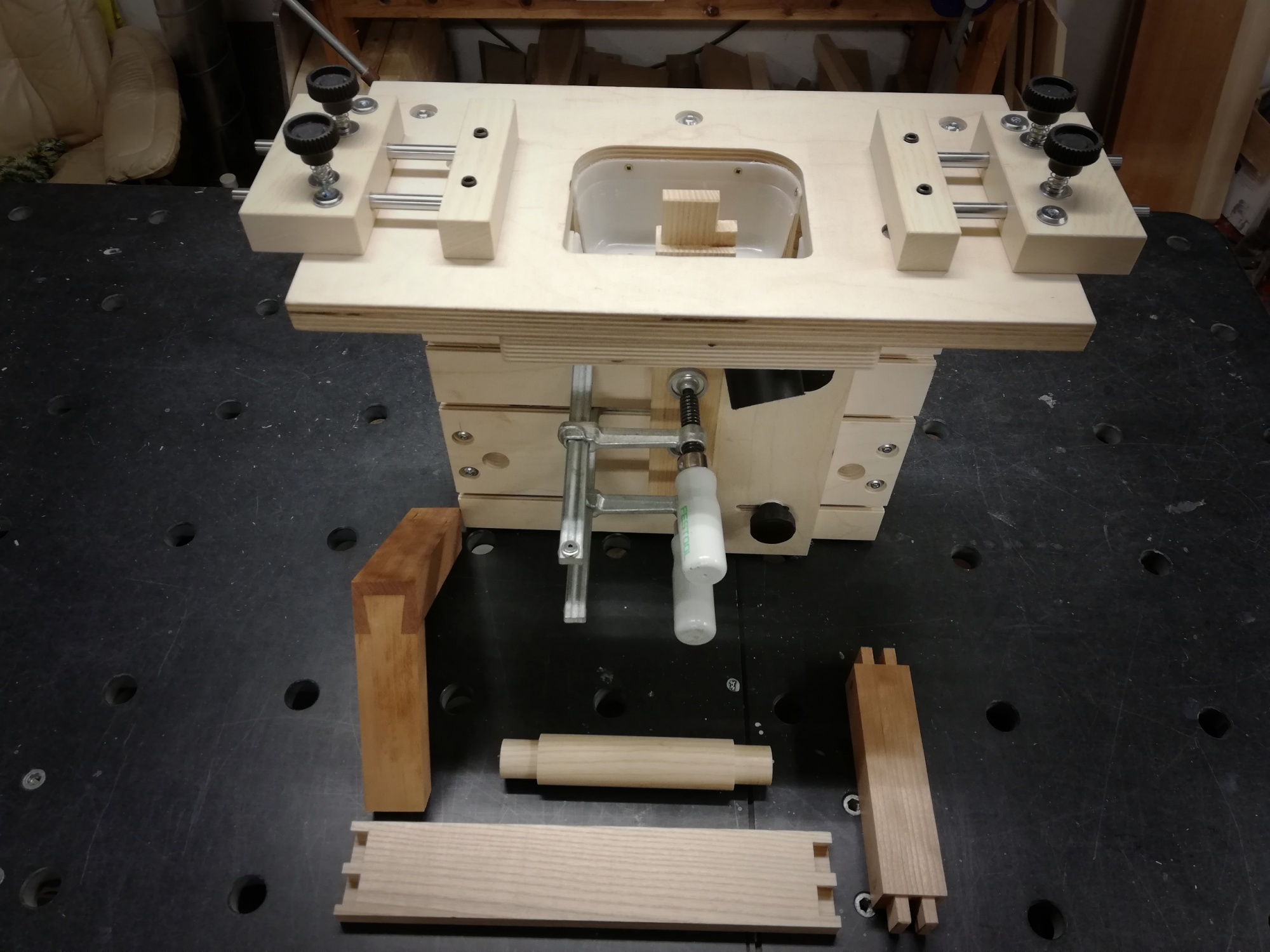 Started to youtube some of my router jigs-2019-01-21-22-19-42.jpg