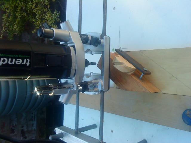 Blade slots in whirligig hub-dsc00371.jpg