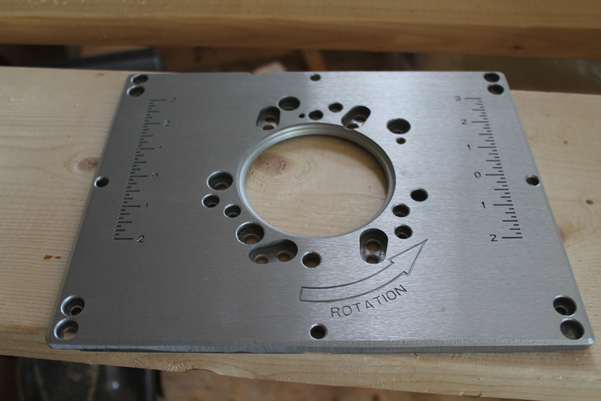 Incrawoodpeckersbosch aluminum plate thickness where the router is click image for larger version name img2268g views 2836 size 7871 keyboard keysfo Choice Image