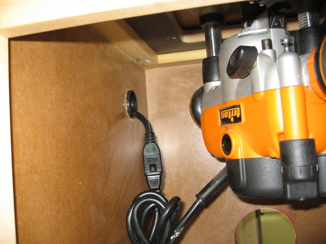Router Table for Incra LS Positoner completed!-inside-cabinet-.jpg