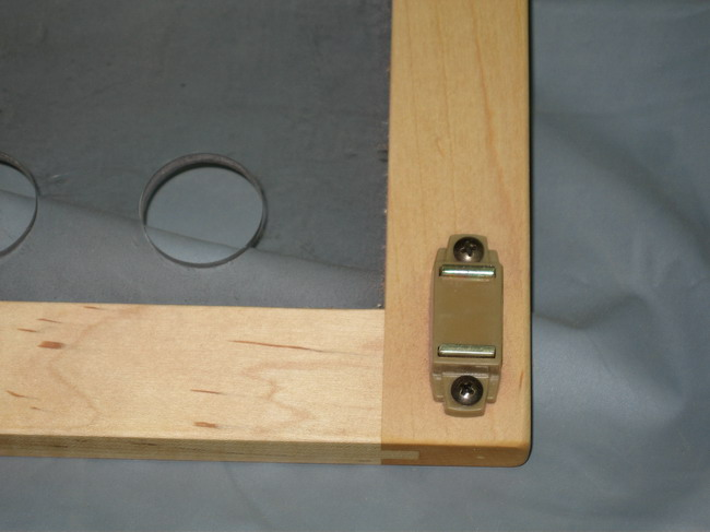 Router Table for Incra LS Positoner completed!-magnetic-catch-cover-.jpg