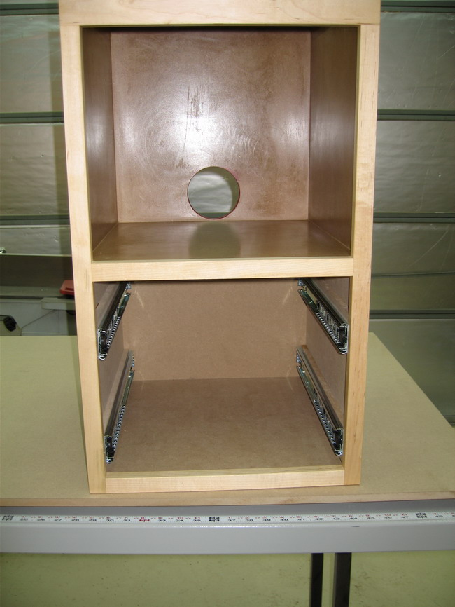 Router Table for Incra LS Positoner completed!-router-cabinet-finished-inside.jpg