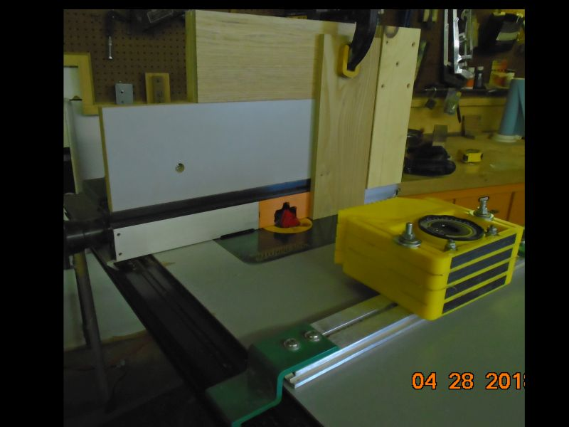 Jig for using a Lock Miter bit on large pieces-vertical-1-small.jpg